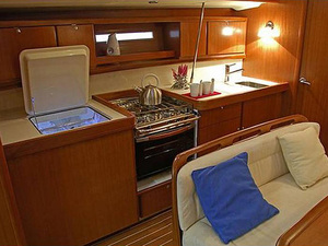 Dufour425 galley croyachting