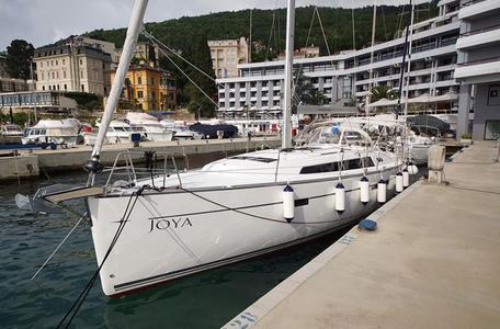 Dd39183a11e98a00e289e329ea51b034 bavaria cruiser 46 2015 joya waypoint charter croatia %281%29 800 530 c