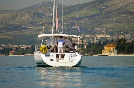 0a2f166b16d6a9205c1f1c745d96dcaa yacht charter croatia oceanis 37 matilda %281%29 800 530 c