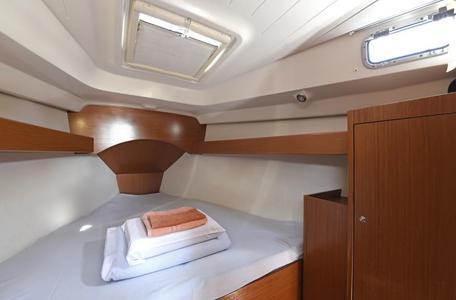 0c5fadb6876131ffef63f95c84eab334 yacht charter croatia cyclades 39 kron %286%29 800 530 c