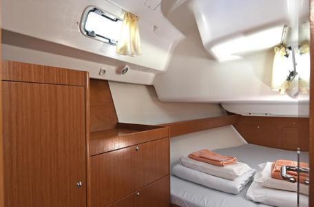5210ef334b8c568b6af8ef2dc8a97b49 yacht charter croatia cyclades 39 kron %288%29 800 530 c