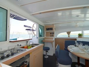 Thumb6 lagoon 380 galley1
