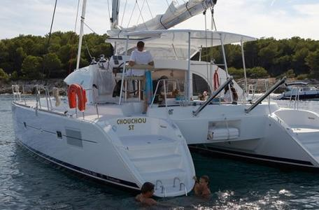 Thumb6 lagoon 380 catamaran1