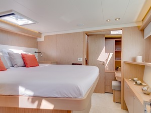 Int lagoon52 double bed cabin1