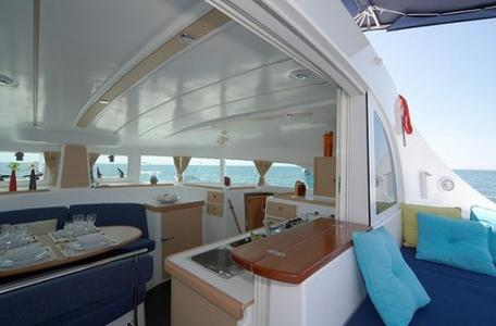 Thumb6 lagoon 380 interior1