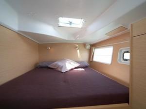 Thumb6 lagoon 380 stern cabin1